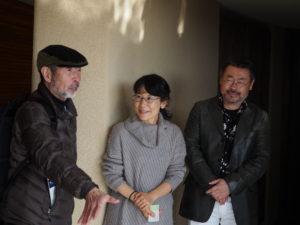 左から、座かんさい西村征一郎座長、子羊の群れキリスト教会伝道者鈴木尚美さん、設計者松尾和生さん。